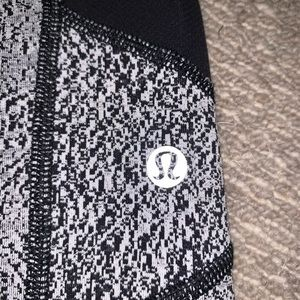 lululemon athletica Pants & Jumpsuits - Lulu Lemon Cropped Leggings